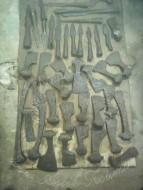 Топоры и наконечники копий - находки с поля битвы