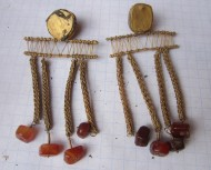 Древнегреческие золотые сережки с камнями