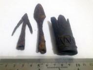 Бутероль ножен сабли, и два наконечника стрелы 9-10 век