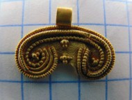 Золотая  с зернью лунница Черняховской культуры