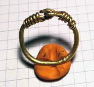Крупное золотое височное кольцо Черняховская культура