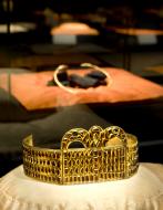 Die Kertscher Krone. Goldschmiedearbeit aus dem Schwarzmeergebiet. Ausstellungsgestaltung «Europa brennt»