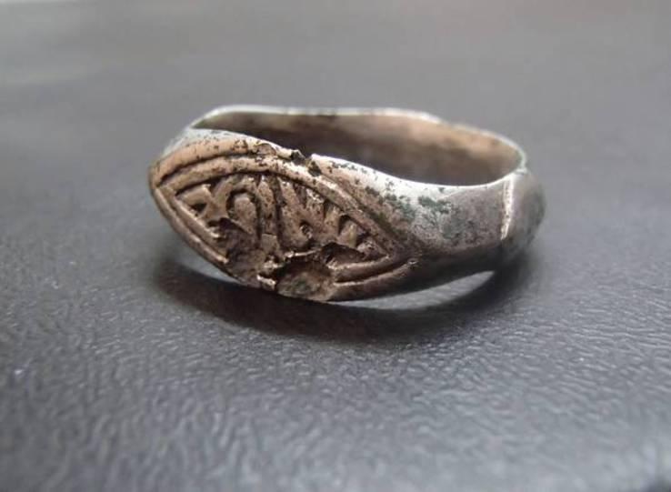 улица кольцо поздняя русь 12-14 век красивая сильная девушка