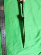 Акинак с широким треугольным клинком и узким брусковидным навершием. Середина VI - нач. V вв. до н. э.
