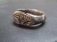 Золотоордынский серебряный перстень с арабесками на щитке