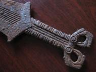 Рукоять скифского меча с антенным навершием в зверином стиле