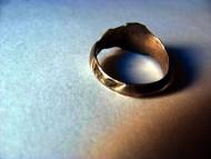 Золото ордынский перстень с рогами и чернением.