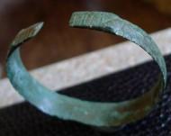 Браслет, орнаментированный, с головами драконов по краям, 10-11 век