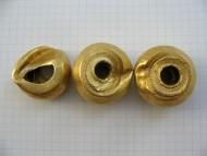 Древние крупные полые золотые бусины