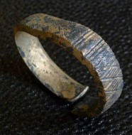 бронзовый орнаментированный браслет викингов