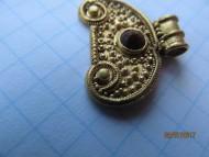 Золотая лунница украшенная зернью и камнем
