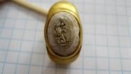 Золотой древнеримский перстень с гравировкой на камне