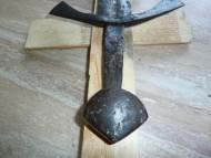 рукоять рыцарского меча: крестовина Стиль 6, навершие тип E по Э. Окшотту