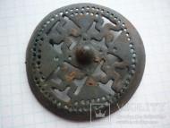 Круглая фибула со свастиками, Киевская культура