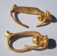 Две золотые хазарские сережки с бусинами