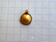 Круглая золотая привеска Черняховской культуры