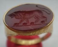 Античный золотой перстень лев на гемме