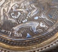 Медальон с зооморфным орнаментом