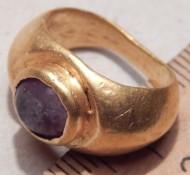 Римский золотой перстень с красным камнем. 3-4 век н. э.