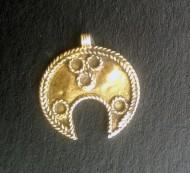 Булгарская позолоченная лунница с зернью