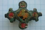 Фибула с красной эмалью