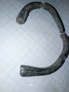 Серебряный браслет Пеньковской культуры из стержня с плавно расширяющимися концами