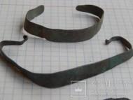 Славянские медные орнаментированные браслеты из тонкой пластины с закрученными концами