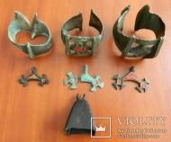 Браслеты с эмалью, колокольчик и лунницы Киевской археологической культуры