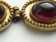 Золотое ожерелье со вставками граната, нач. н. э.