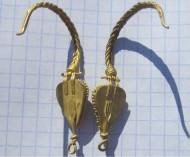 Золотые античные сарматские серьги с красными камнями