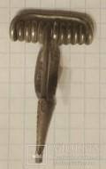 Серебряная кельтская фибула