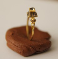 Золотой перстень с камнем ренессансного типа 2 пол 16 в.