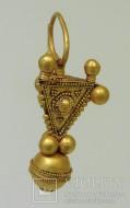 Большая золотая серьга, 7 век, византийская работа