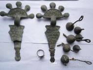 Две пальчатые фибулы, Пеньковская культура, комплекс: бубенчики и перстень