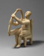 Фигура мужчины, играющего на арфе. Мрамор. Кикладские острова, Греция, 2800-2700 год до нашей эры. Музей Метрополитен, Нью-Йорк