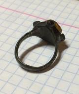 Салтово-маяцкий перстень с янтарем