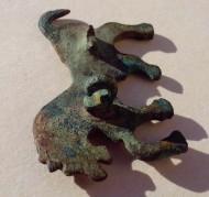Зооморфная фибула с циркульным орнаментом «Лошадь»
