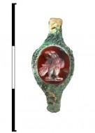 перстень с вырезанной вставкой-печаткой из сердолика из раннего погребения некрополя Фронтовое 3