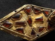 |Позолоченная фибула. Готы 5 век.н.э. с красными камнями