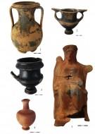 1. пелика чернолаковая, 2, 3. канфары чернолаковые, 4 флакон красноглиняный, 5.терракотовая статуэтка богини Кибелы на троне