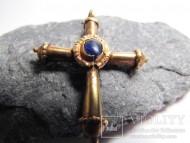 Старинный золотой крестик с камнем в средокрестии