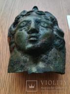 Большая бронзовая пустотелая женская голова
