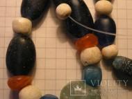 Античные бусы из стеклопасты и белого камня