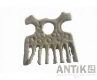 Привеска-расческа в виде двух голов коней XI вв