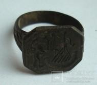 Перстень бронзовый с сюжетным узором