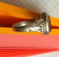 Перстень шляхтича с красным камнем. Геральдика