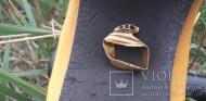 Золотой перстень в виде свернувшейся в клубок змеи