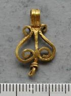 Золотая подвеска «Лира»