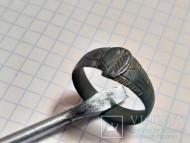 Бронзовый перстенёк с клинописным орнаментом