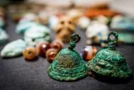 Амулет череп, фаянсовые скарабеи, бронзовые колокольчики на переднем плане